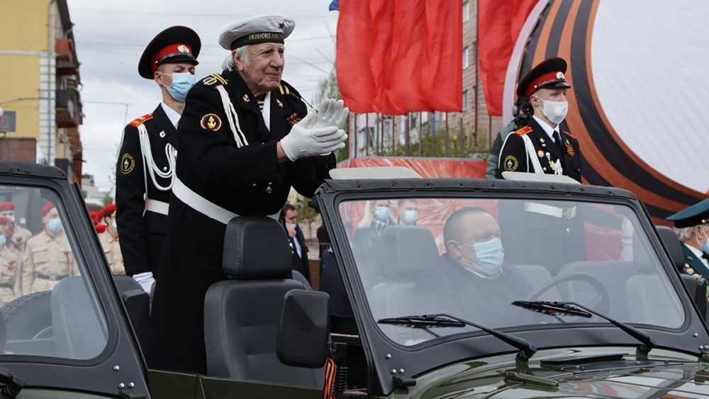 В Брянске участие в торжественном марше приняли 12 ветеранов