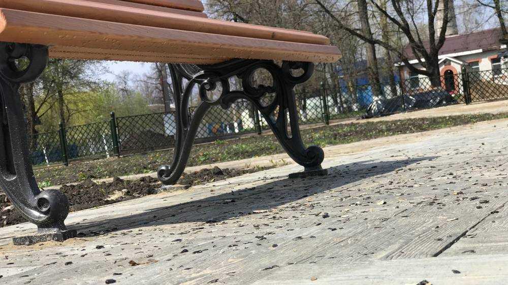 Уже загадили восстанавливаемый парк усадьбы Михаила Романова в Локте