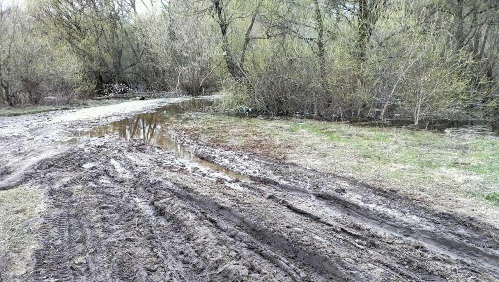 Под Брянском в Супоневе размытая из-за паводка дорога оказалась бесхозной