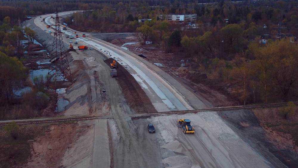 В Брянске продолжили строительство дороги  защитной дамбы до ТЦ Metro