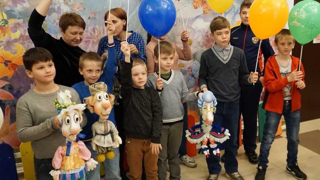 В Брянском театре кукол провели акцию «Сказка в подарок»