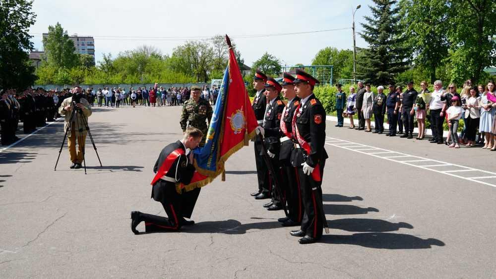 В Брянске состоялся последний звонок для выпускников кадетской школы