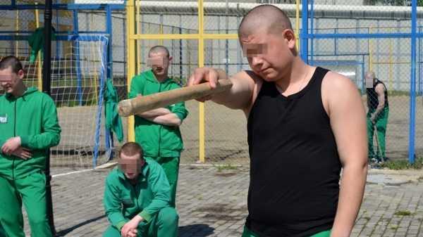 В Брянской ВК прошел товарищеский турнир между воспитанниками учреждения по городошному спорту
