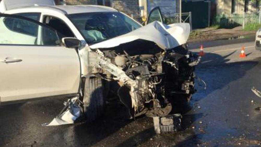 Из-за приступа эпилепсии в Брянске врезался в столб 28-летний водитель