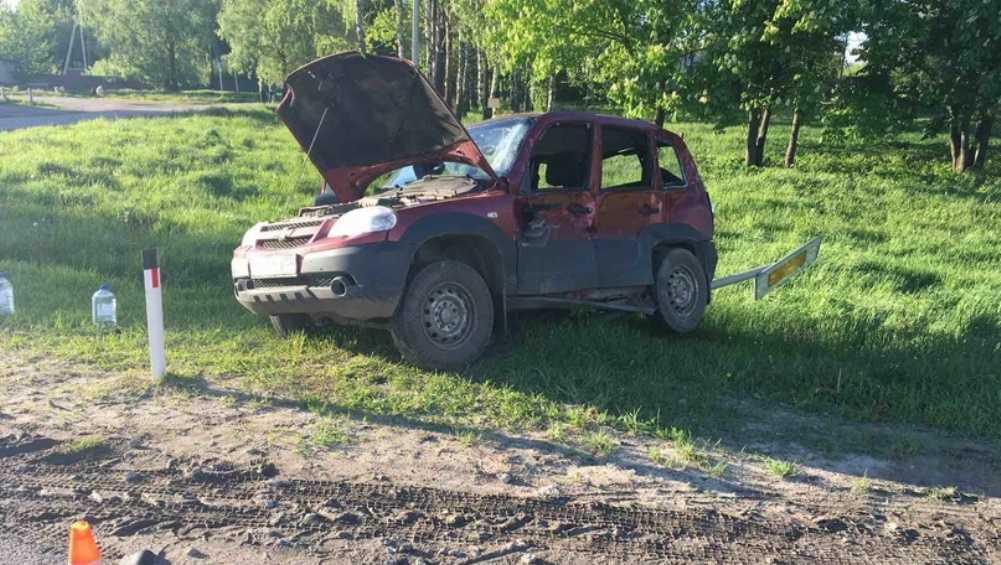 Под Унечей водитель автомобиля Chevrolet попал под фуру и сломал ребро