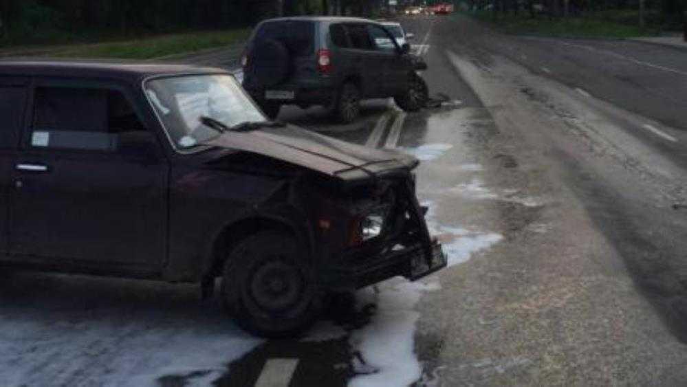 В Брянске в ДТП с 2 автомобилям на улице Крахмалёва пострадал мужчина