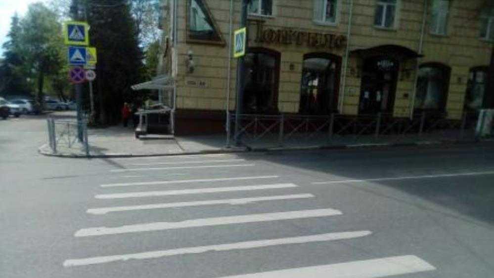 В центре Брянска автомобилистка на «зебре» сбила 55-летнюю женщину