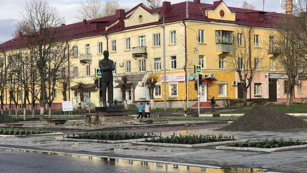 В Брянске в сквере имени Игната Фокина замостили плиткой дорожку