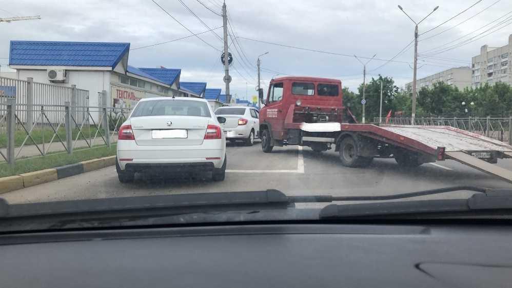 В Брянске из-за ДТП на улице 2-я Мичурина образовалась огромная пробка