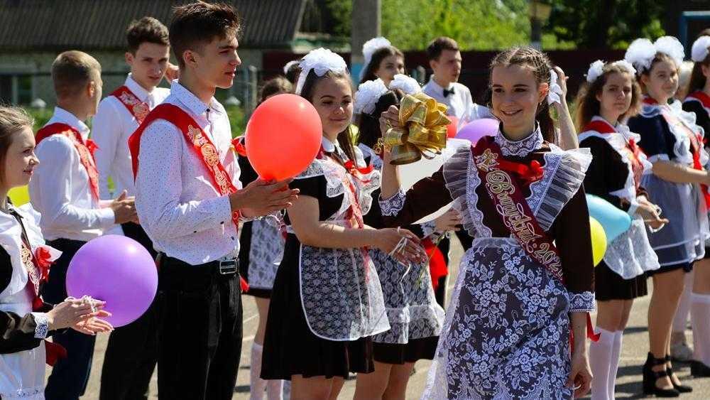 Когда брянцам ждать выплат «путинских» 10 тысяч на школьников