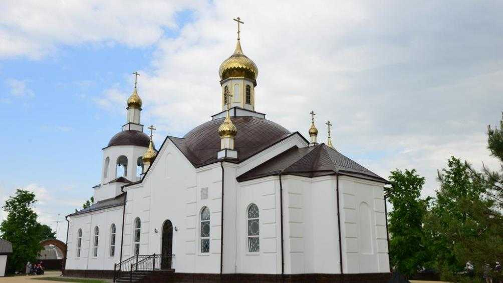 Брянский митрополит Александр освятил обновлённый храм в Жуковке