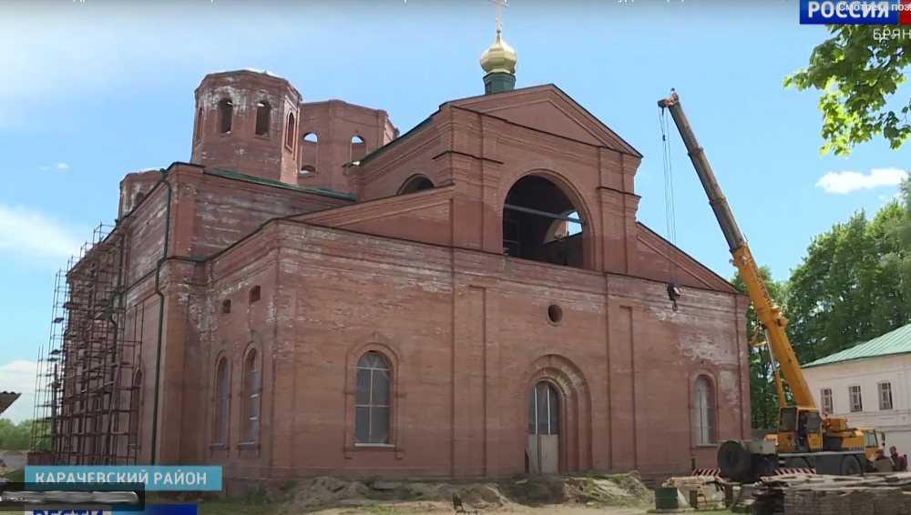 Над собором карачевского монастыря установили первый купол из пяти