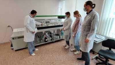 Брянских работников «Мираторга» обучили химическому анализу