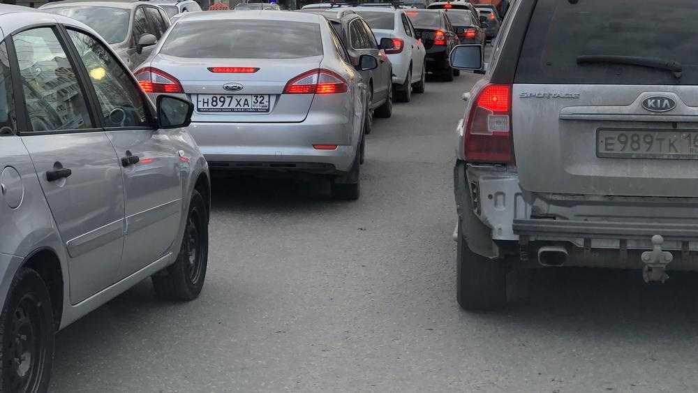 В Брянске из-за ремонта кольца перед Бежицей возникли огромные пробки