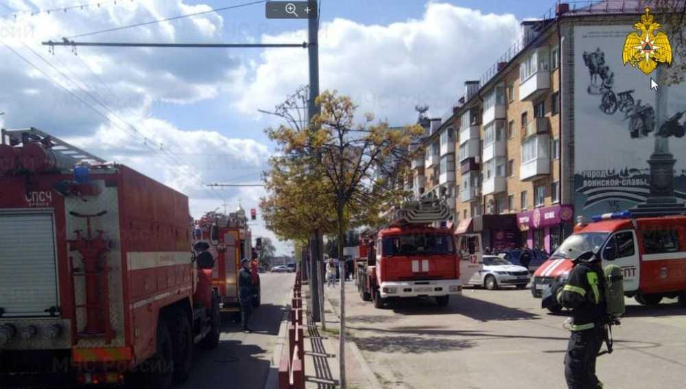 В Брянске загорелся подвал дома с поликлиникой на проспекте Ленина