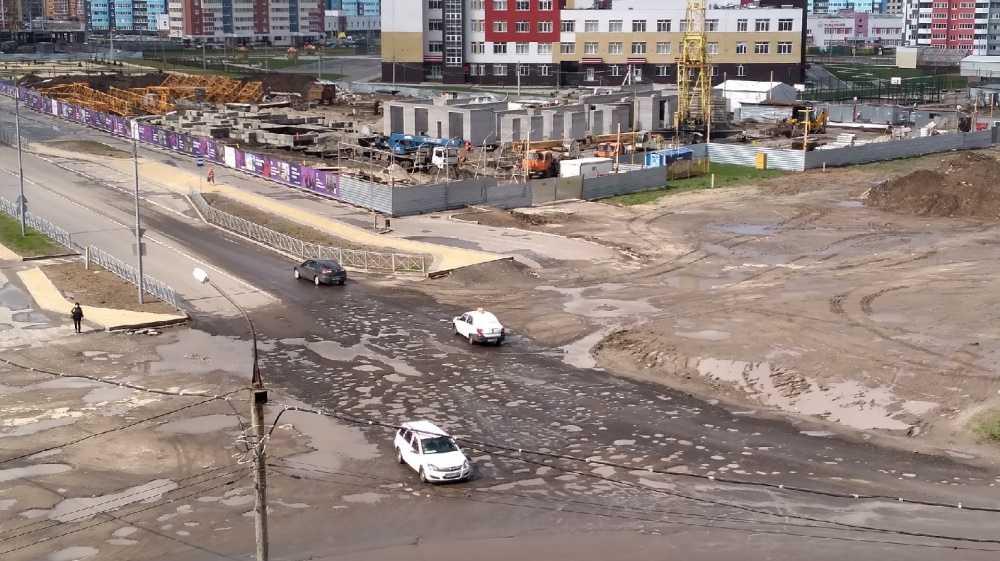 В Брянске дождь смыл дорогу на пересечении улиц Горбатова и Войстроченко
