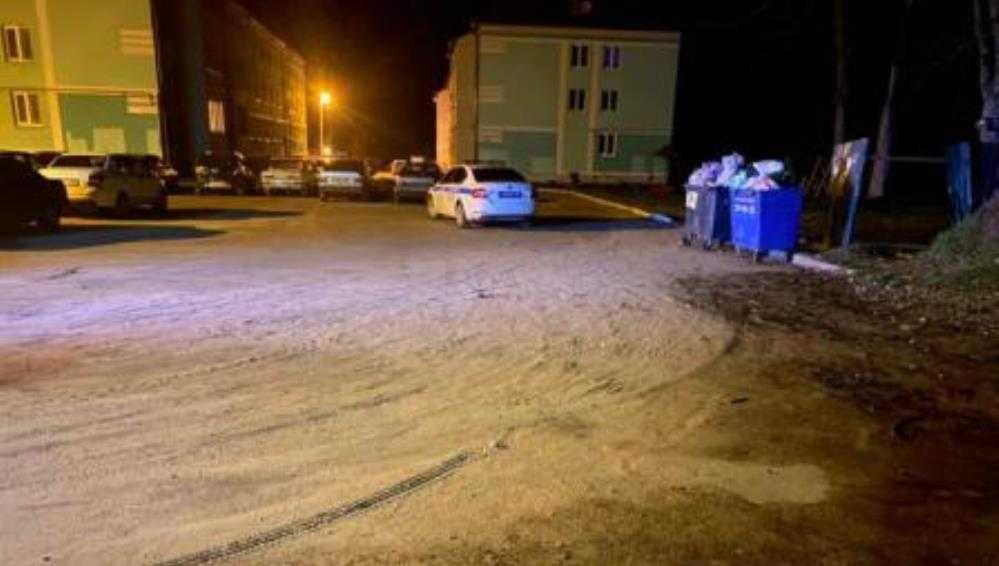 В Брянске мотоциклист без «прав» врезался в забор и проломил голову