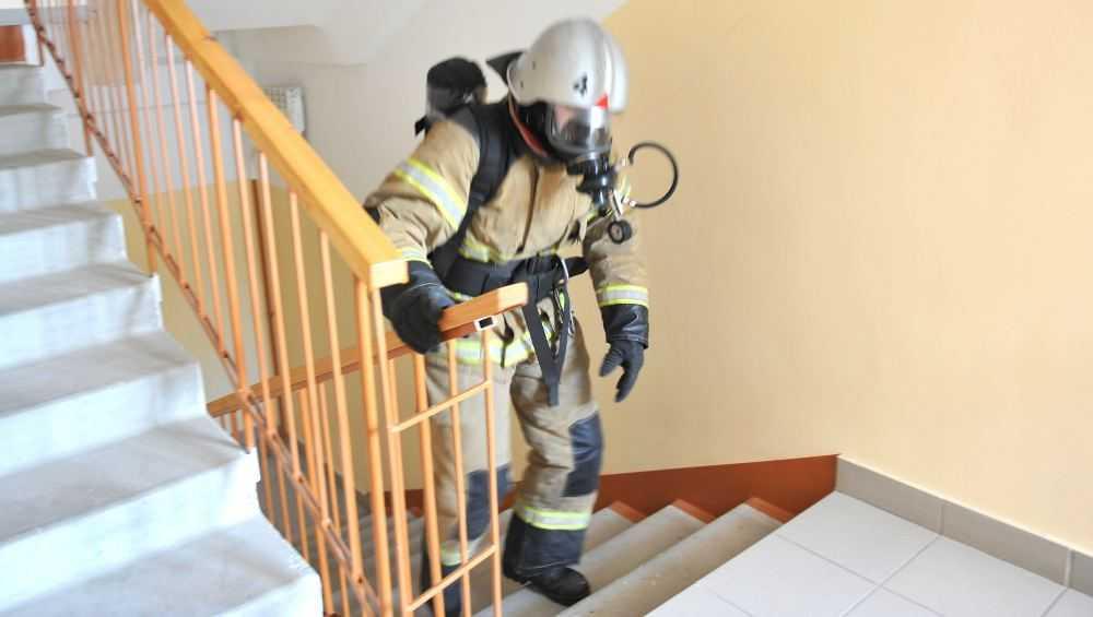 Самый быстрый брянский пожарный поднялся на 18-й этаж за 101 секунду
