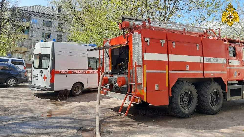 В центре Брянска при пожаре в доме с поликлиникой спасли 8 человек