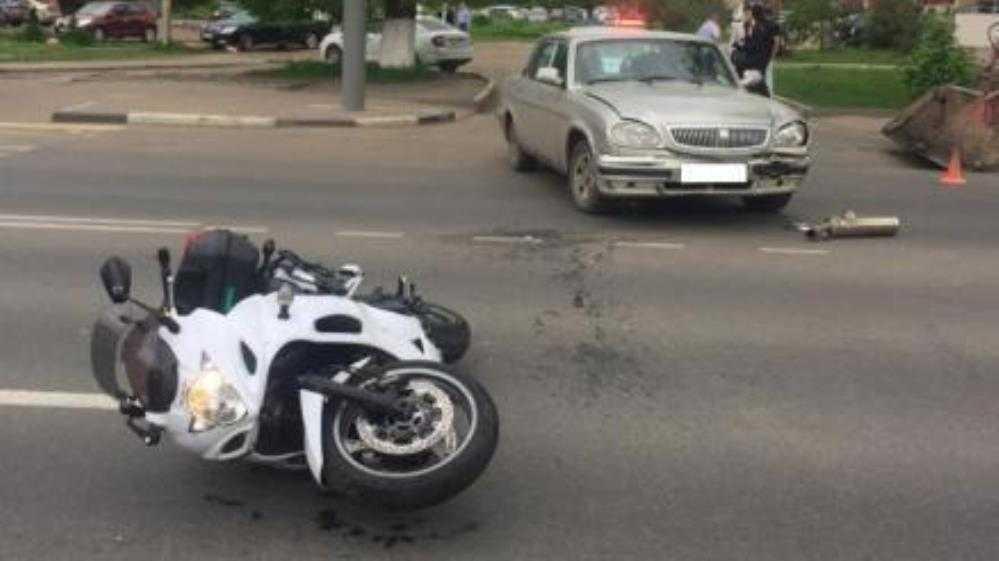 В Брянске 30-летнего мотоциклиста сбил автомобиль на улице Дуки