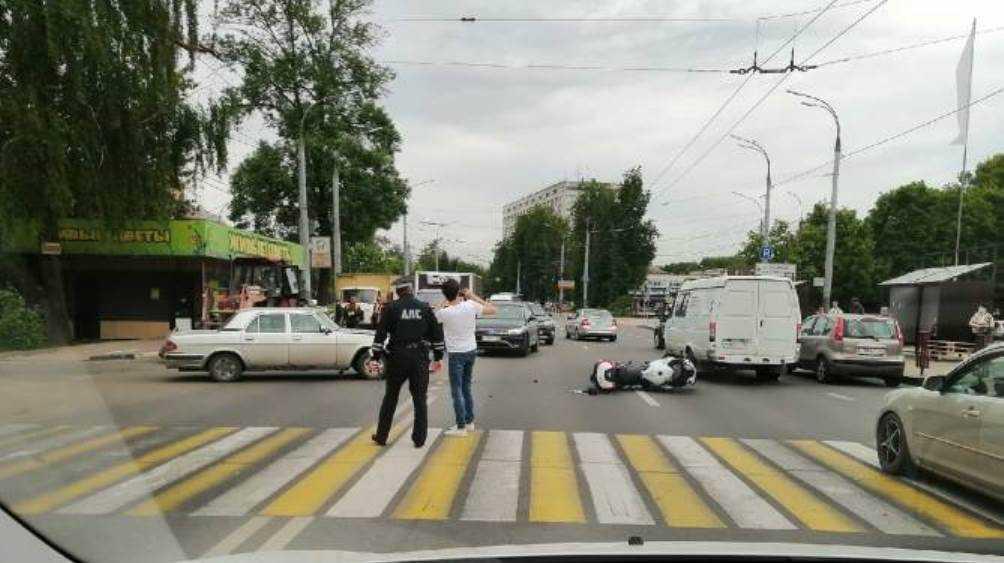 В Брянске мотоциклист разбился в ДТП возле Кургана Бессмертия