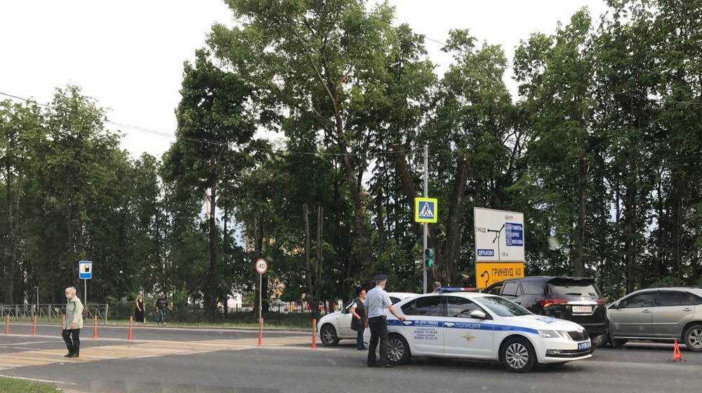 В Брянске возле «Линии» произошло первое ДТП на новом переходе