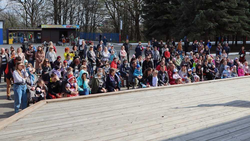 В Брянской области 1 мая концертами открылся парковый сезон