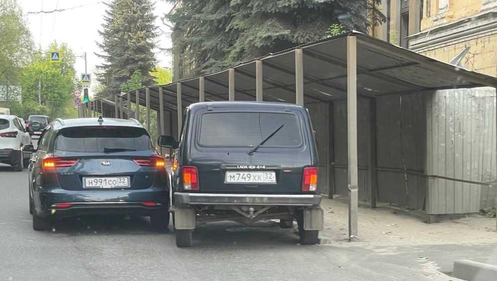 В Советском районе Брянска возле набережной столкнулись две легковушки