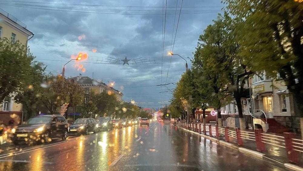 В Брянске проспект Ленина затопило из-за сильного ливня