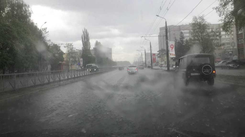 Автомобили брянцев подверглись сильной бомбардировке градом