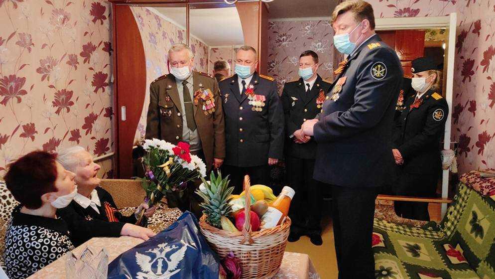 Глава Брянского УФСИН посетил ветеранов войны и уголовно-исполнительной системы