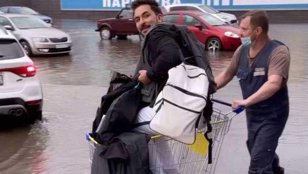 Брянского шоумена Андрея Шагарова во время ливня спас дяденька с коляской