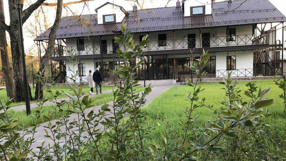 Бывший детский лагерь под Брянском превратили в большой парк-отель