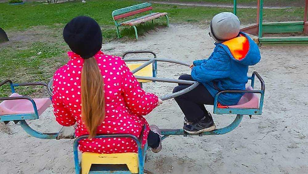 Брянцев предупредили об оголяющемся на детских площадках педофиле