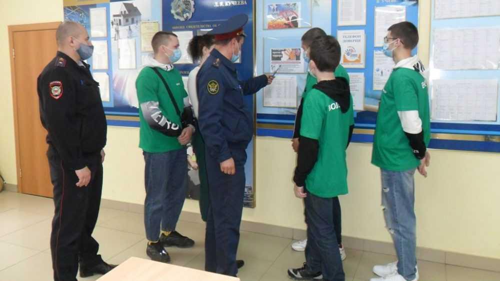 Сотрудники УФСИН России по Брянской области провели занятие с учащимися по вопросам противодействия терроризму
