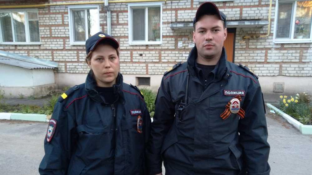Жителя Стародуба и полицейского наградят за спасение девочек из огня