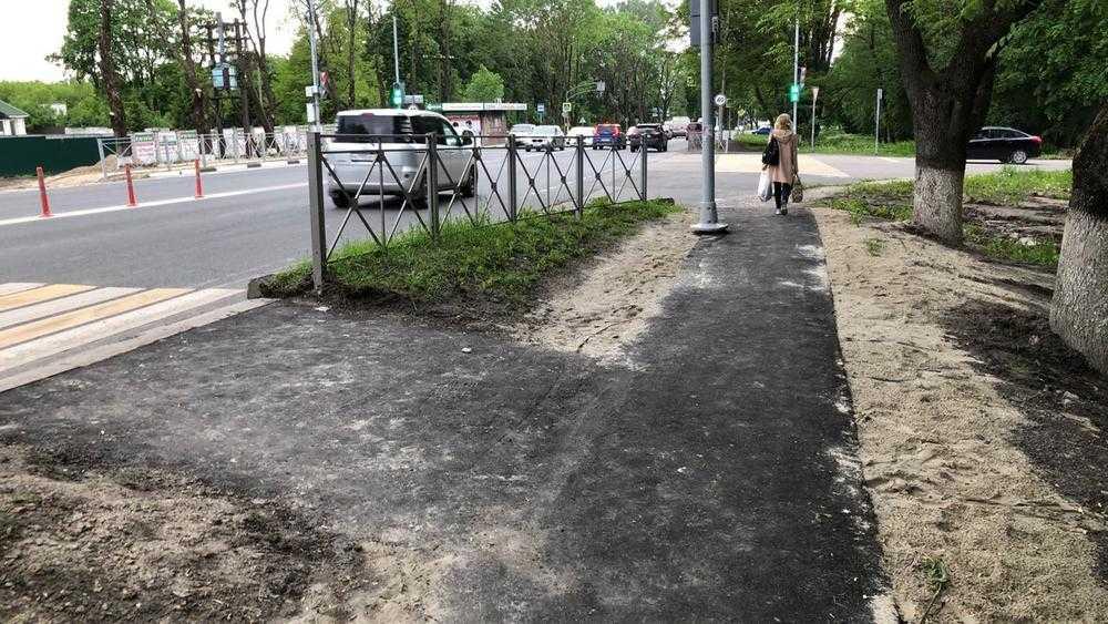 В Брянске построили тротуар вдоль Смоленского шоссе