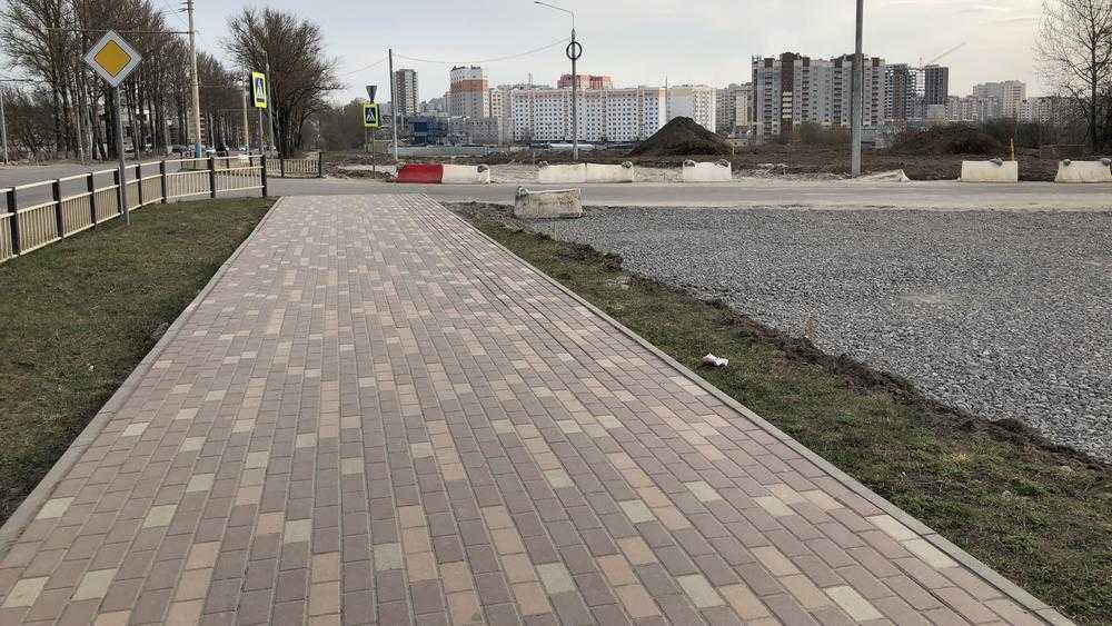 В Брянске построят тротуары от переулка Пилотов до ТРЦ «Аэропарк»