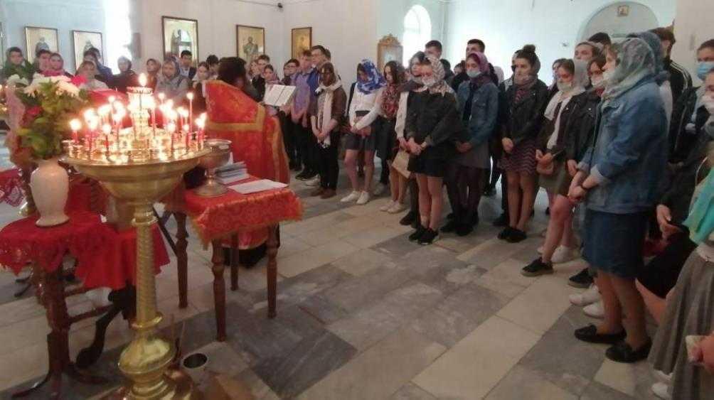 В городе Сельцо Брянской области выпускники школ помолились перед ЕГЭ