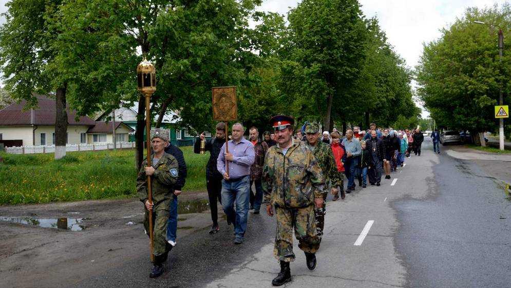 В Дятькове Брянской области провели Пасхальный крестный ход