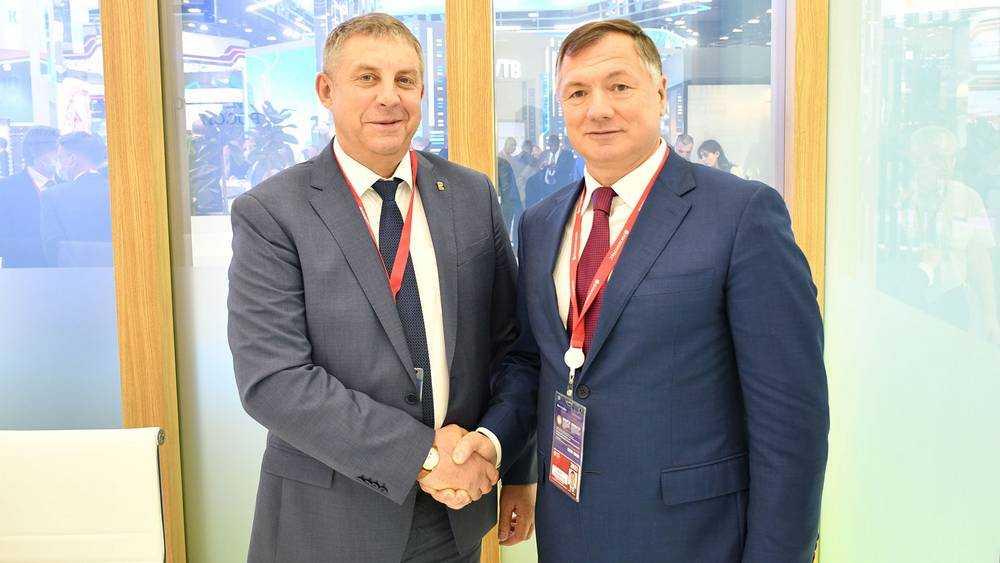 Брянский губернатор Богомаз встретился на форуме в Петербурге с Хуснуллиным