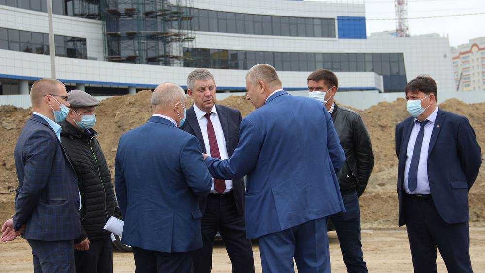 Брянский губернатор Александр Богомаз осмотрел стройку Дворца единоборств