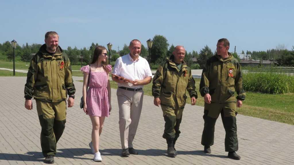 Брянские поисковики приняли участие в церемонии захоронения солдат и офицеров