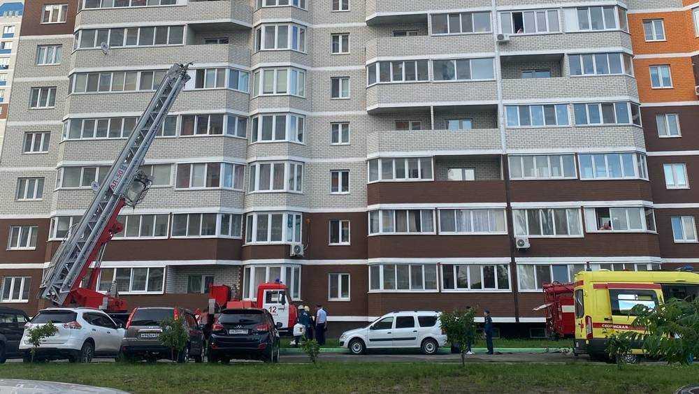 В Брянске в микрорайоне «Речной» горящий мужчина упал с 15 этажа и погиб