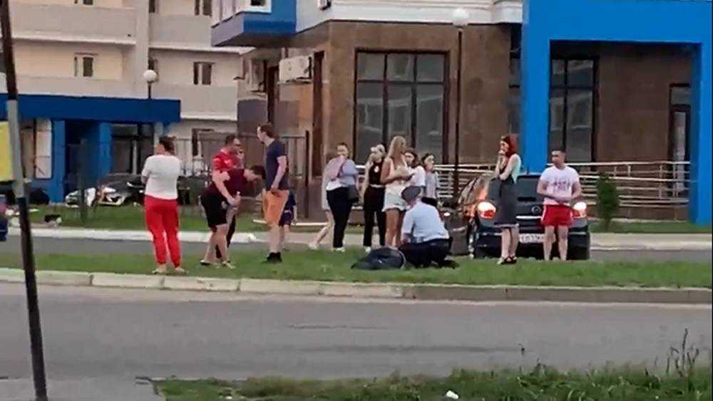 В Брянске опубликовали видео о задержании побившего три автомобиля мужчины