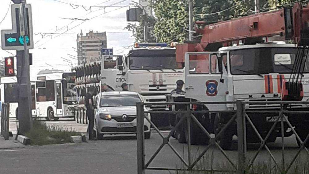 В Брянске на Красноармейской КамАЗ МЧС столкнулся с такси
