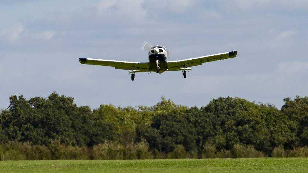 В Брянской области совершил аварийную посадку частный самолет
