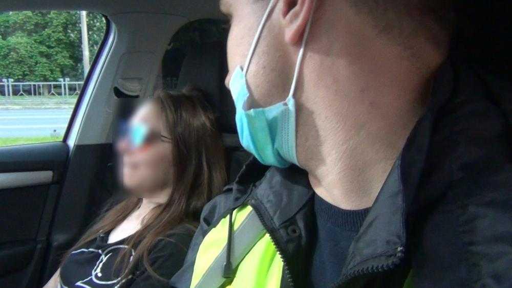 В Брянске задержали пьяную автомобилистку, которая едва не сбила ребенка