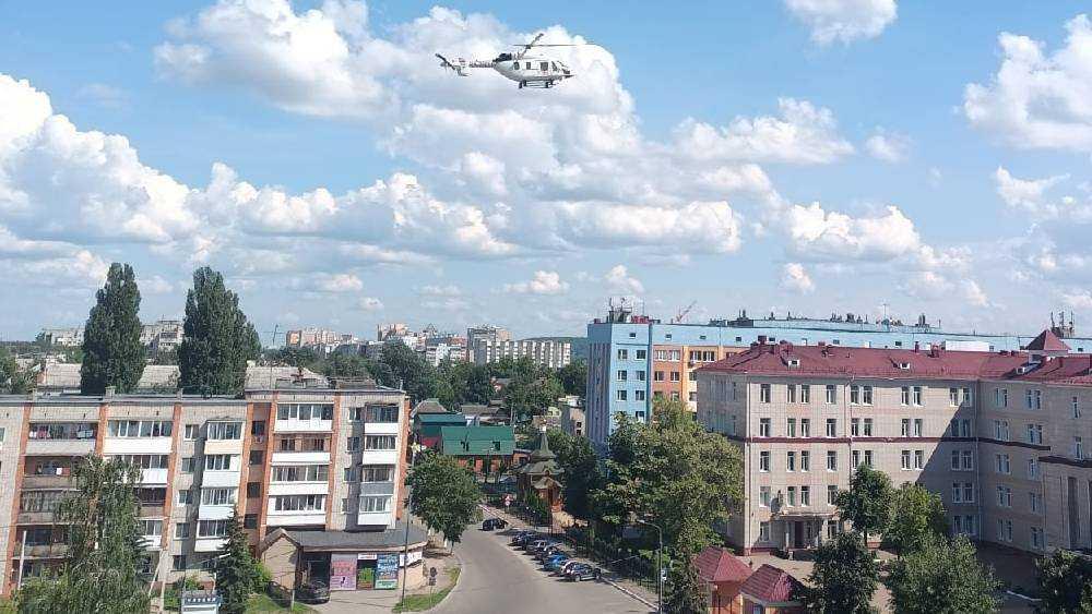 В Брянске возле городской больницы №1 экстренно приземлился медицинский вертолет