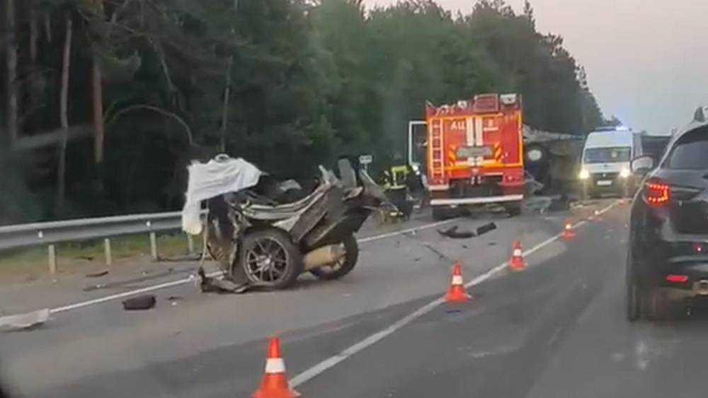 В ДТП под Брянском погиб водитель разорванного на части автомобиля